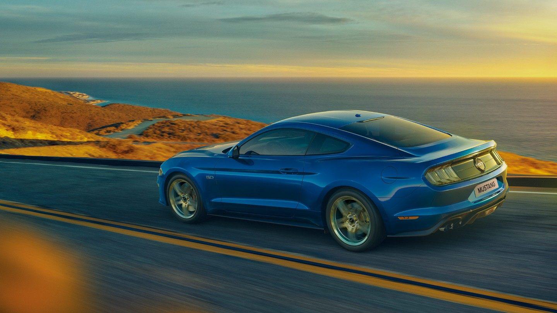 Mustang sur la route