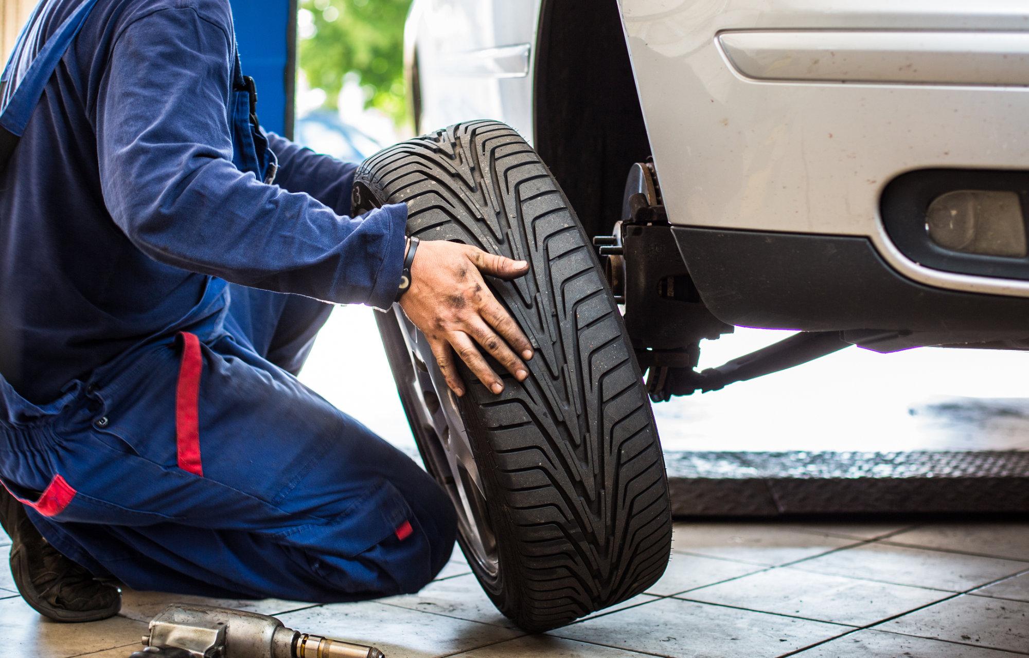 Contrôle feux et pneus FordStore Collé