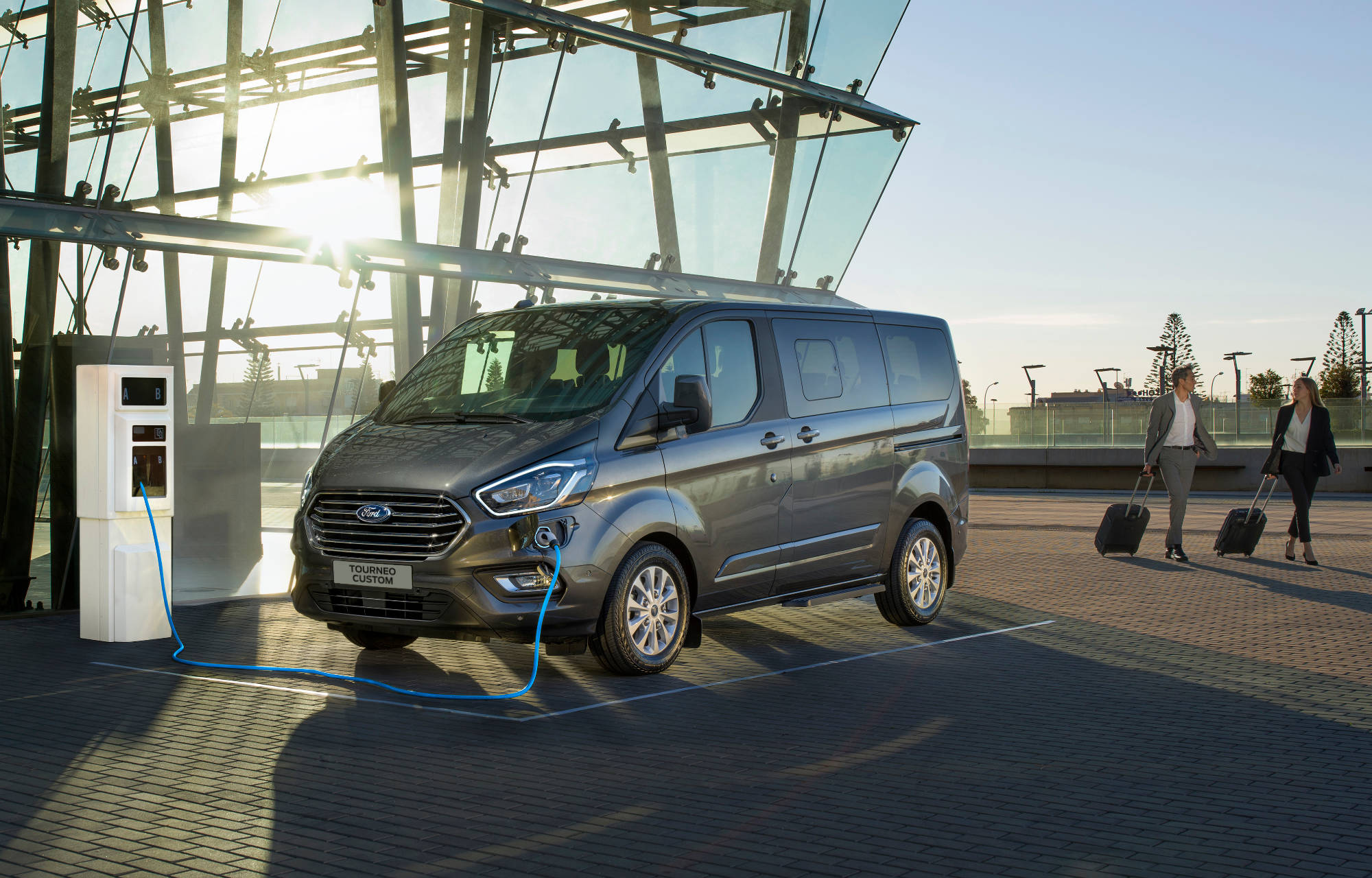 Ford Tourneo Custom PHEV & MHEV