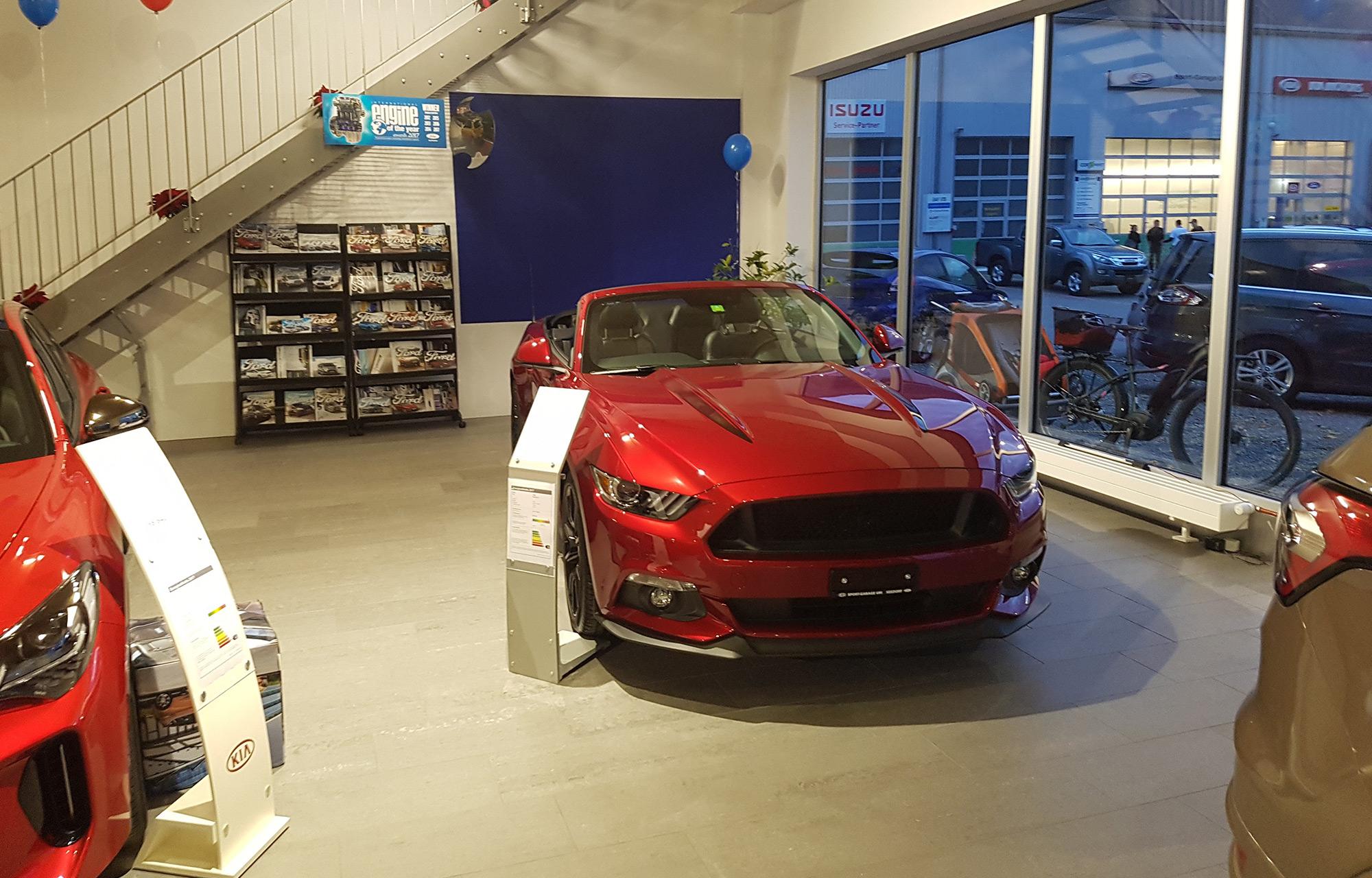 Neue Ausstellhalle bei Sport-Garage Uri GmbH