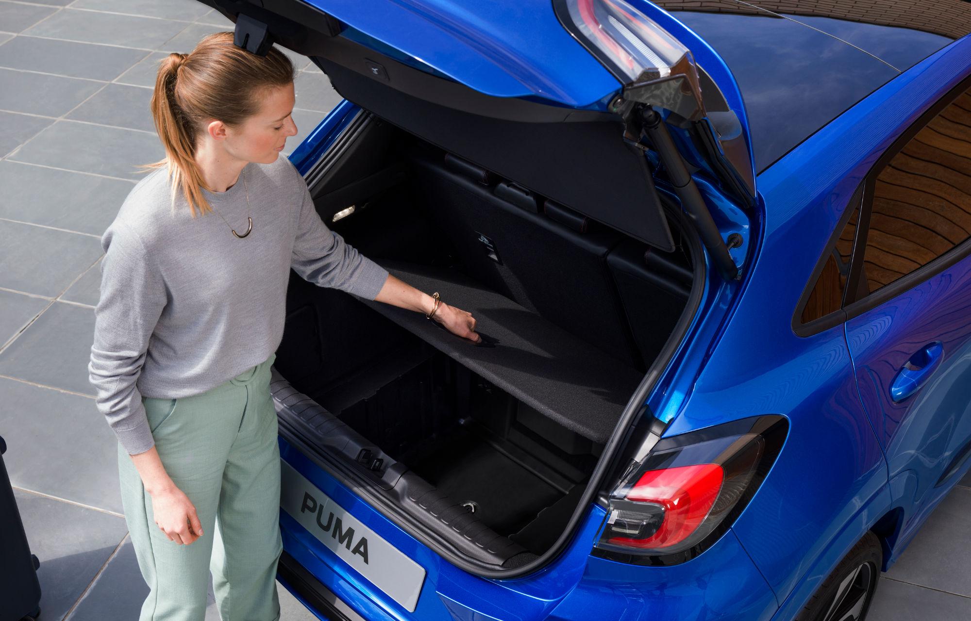 Vergrössern des Kofferraums mit einem Handgriff Ford Puma MHEV