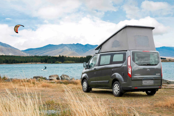 grauer Ford Transit Custom Nugget am See