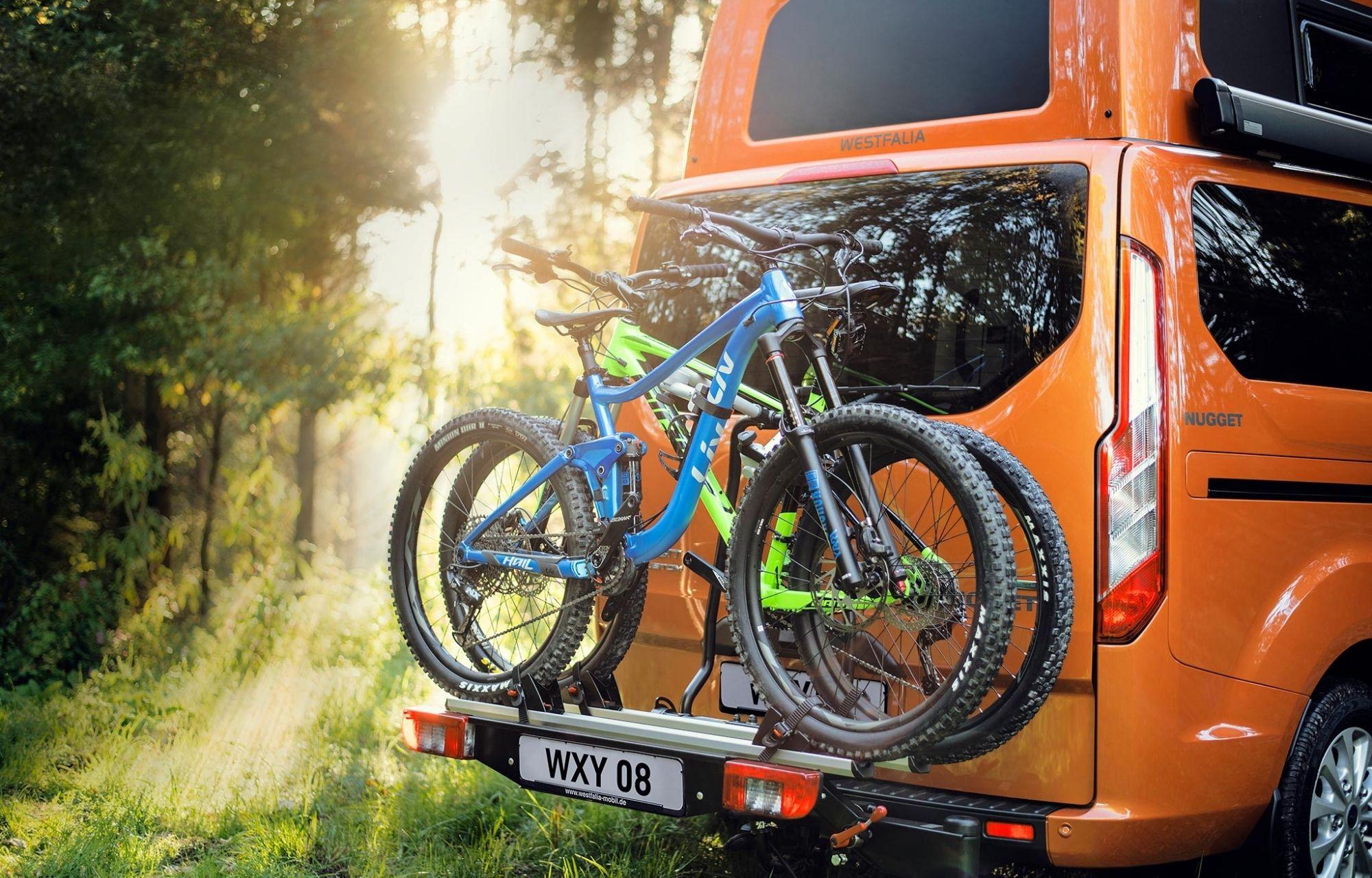 Fahradträger mit Fahrrädern am Ford Transit Custom Nugget