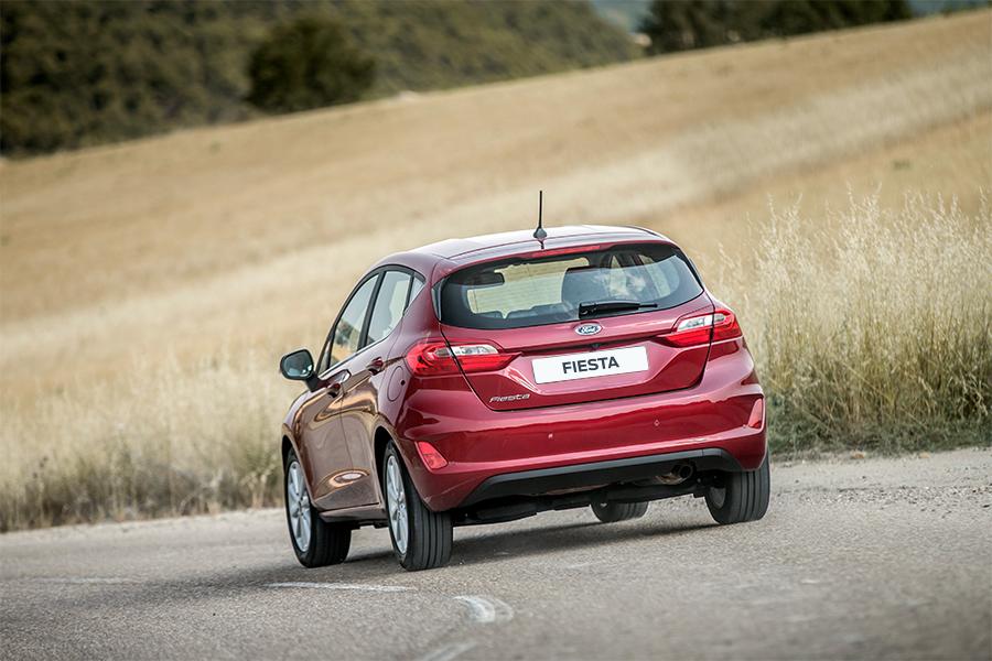 Ford Fiesta Titanium - Červená Ruby