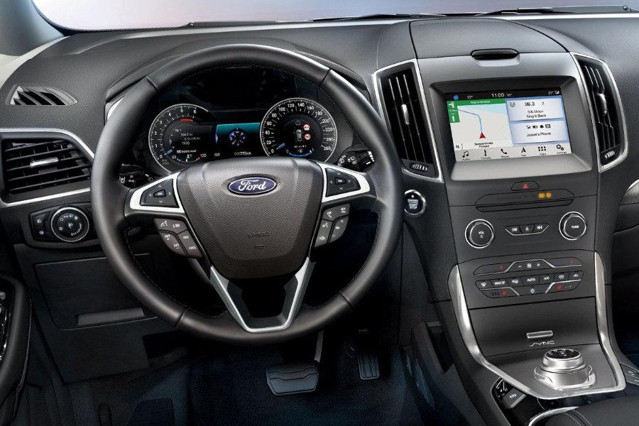 Ford S-MAX Titanium TOP Edition - interiér