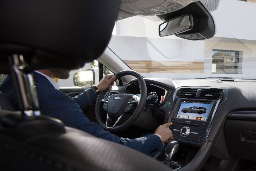 Ford Mondeo hybrid - interiér