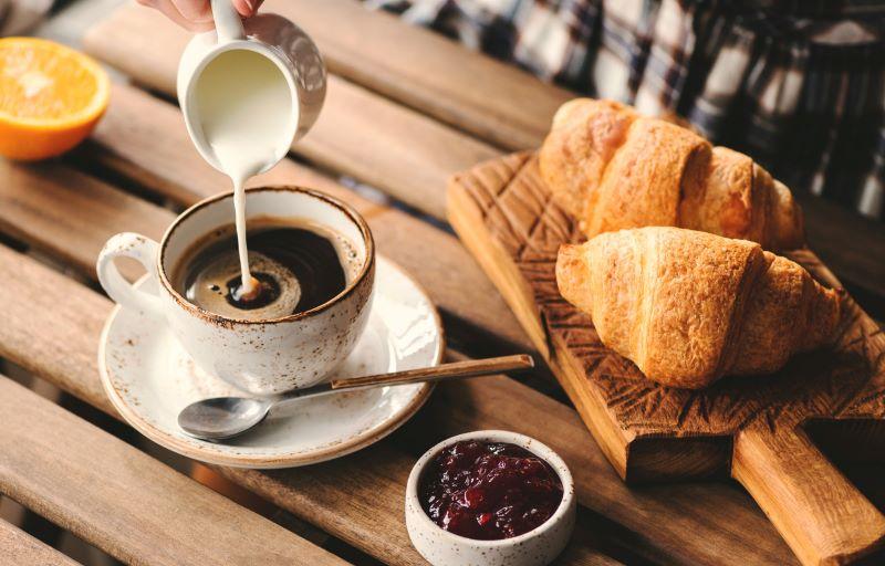 Morgenmad og kage fra Svanebageren