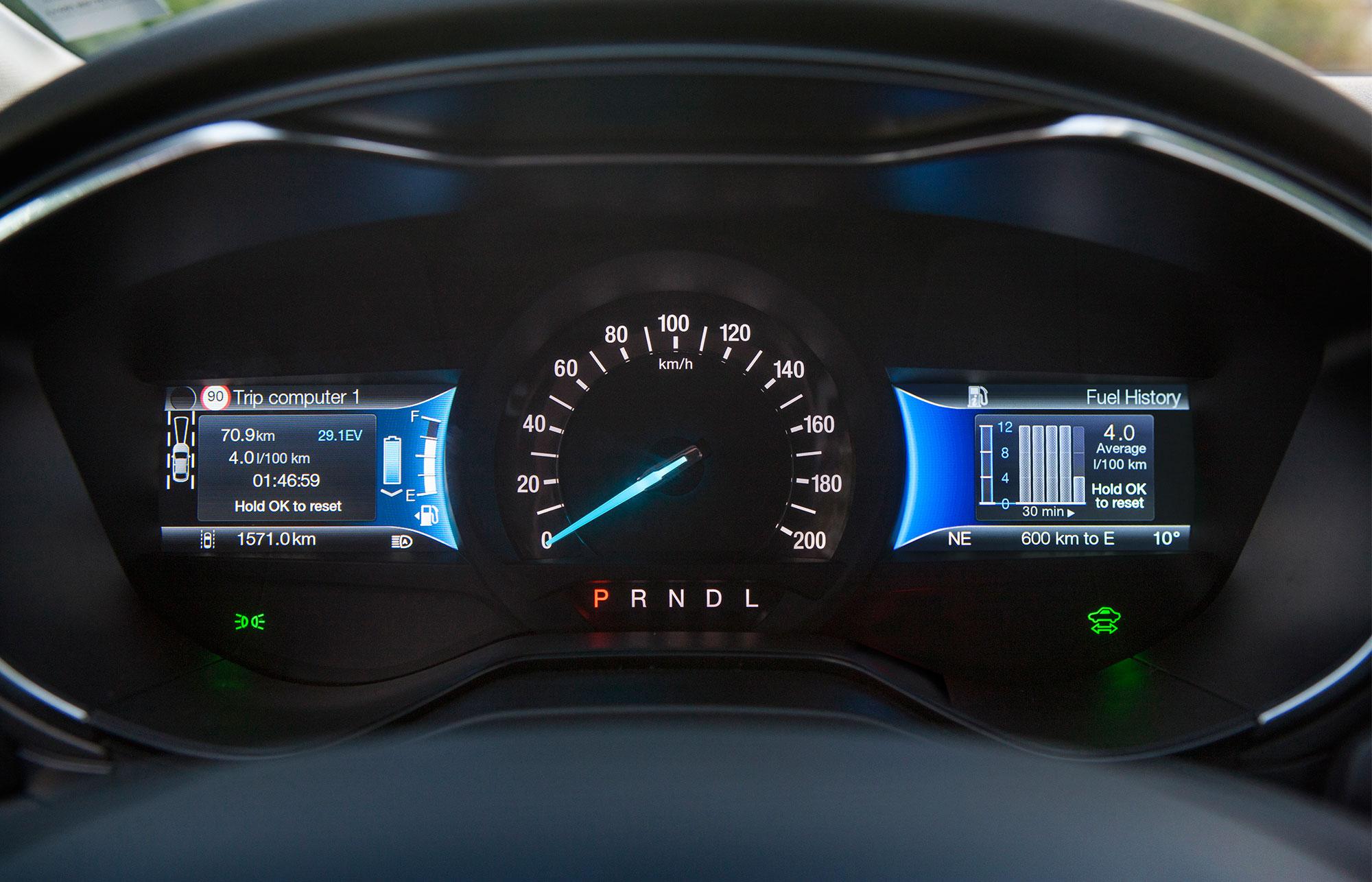 Uusi Mondeo Hybrid Sisältä