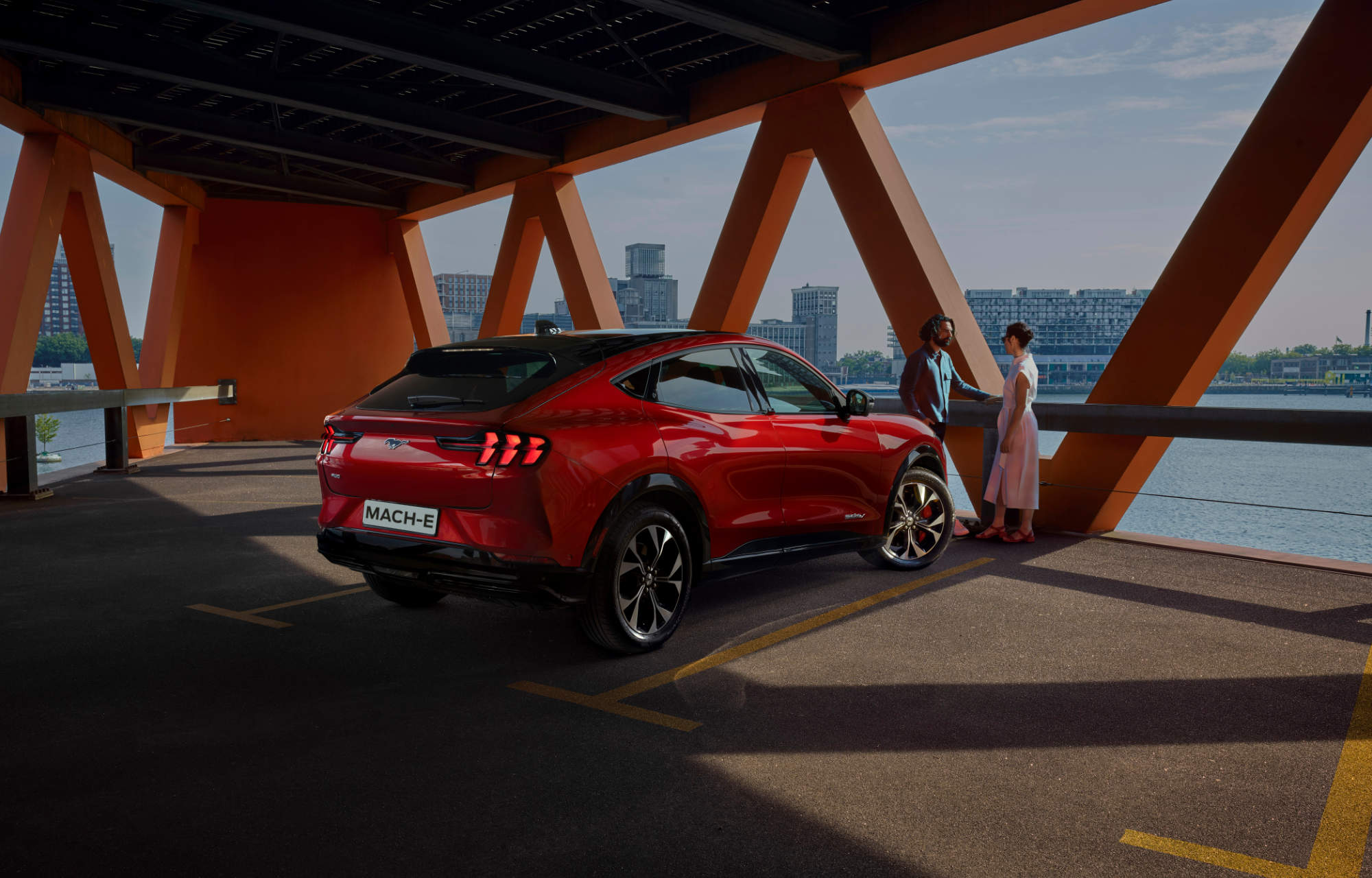Mustang Mach-E Laakkonen parkissa