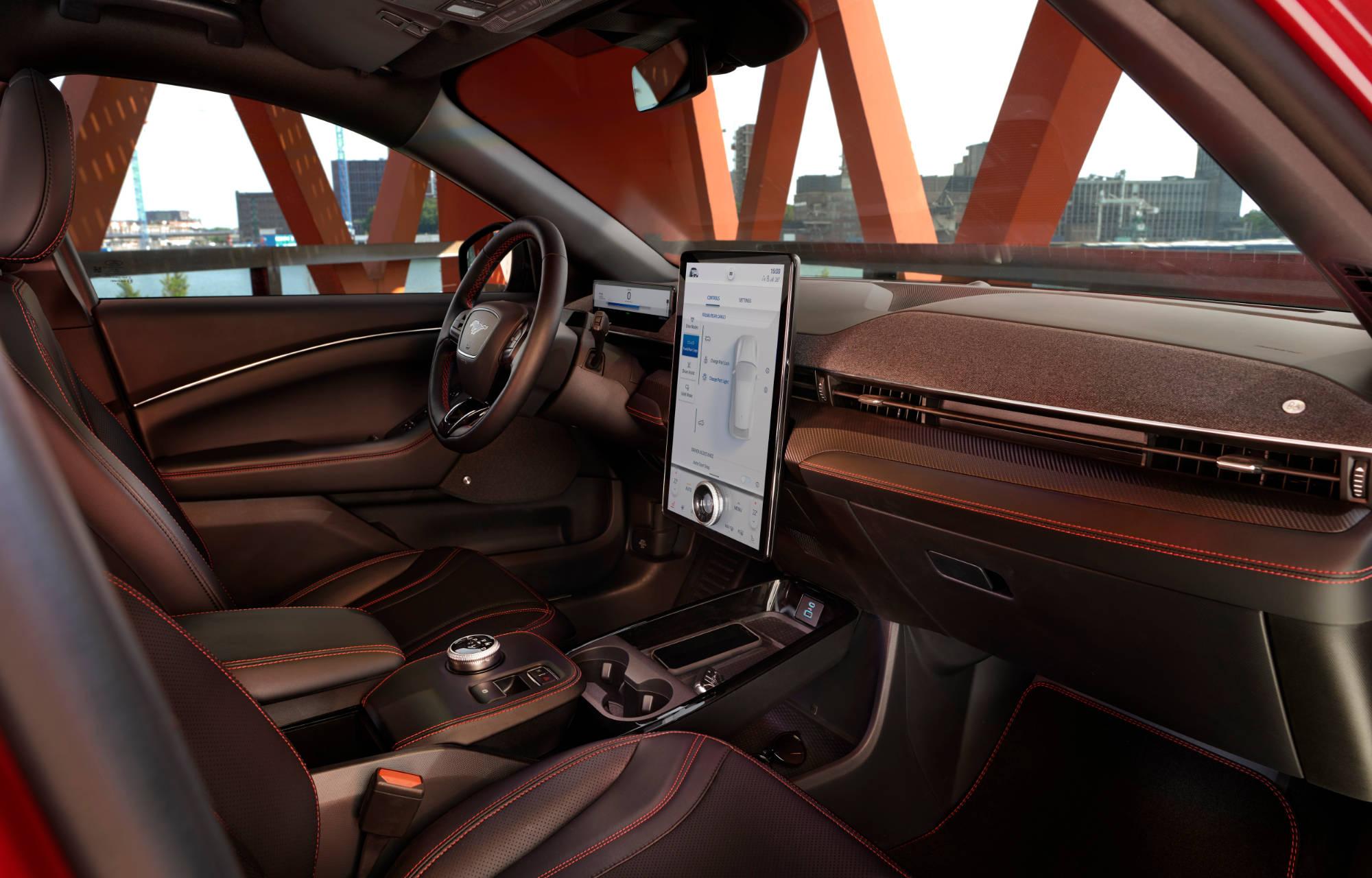 Mustang Mach-E Wetteri ohjaamo