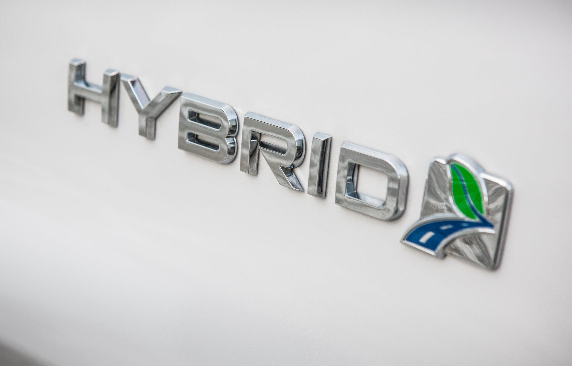 Uusi Mondeo Hybrid Logo
