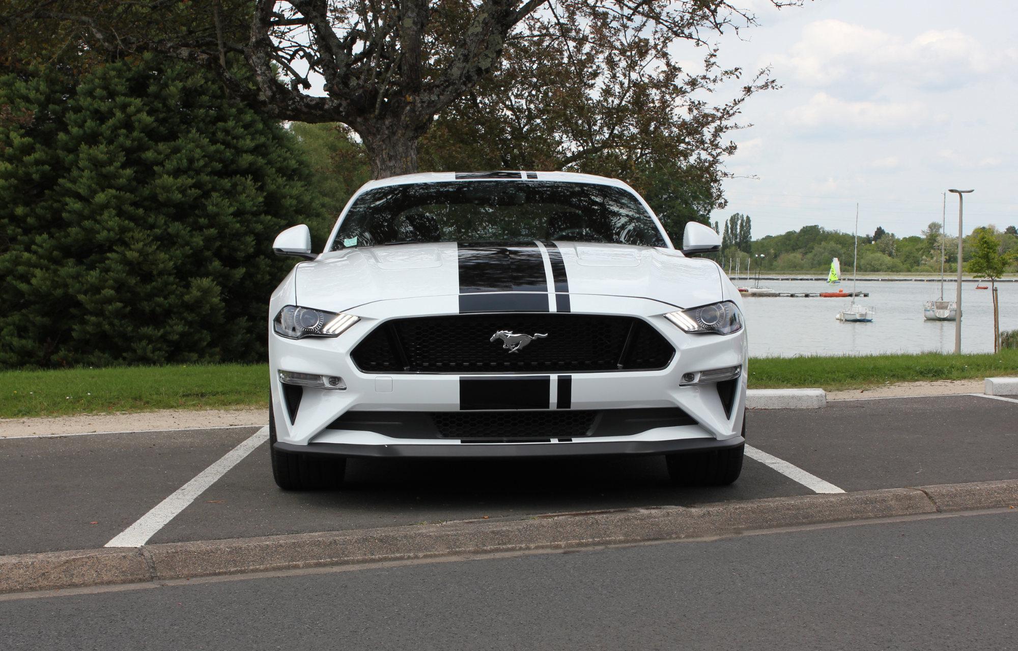 Mustang V8 Fastback Blanche