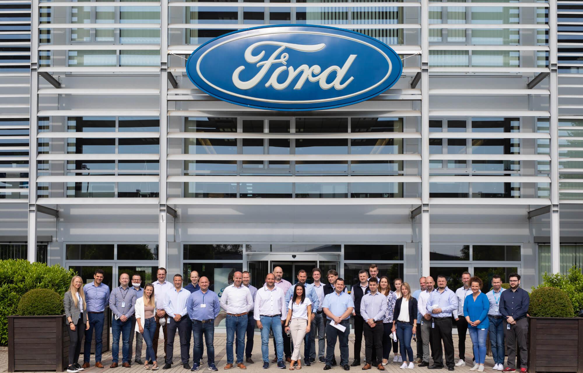 Ford Regionális Tréning Centrumának munkatársai.