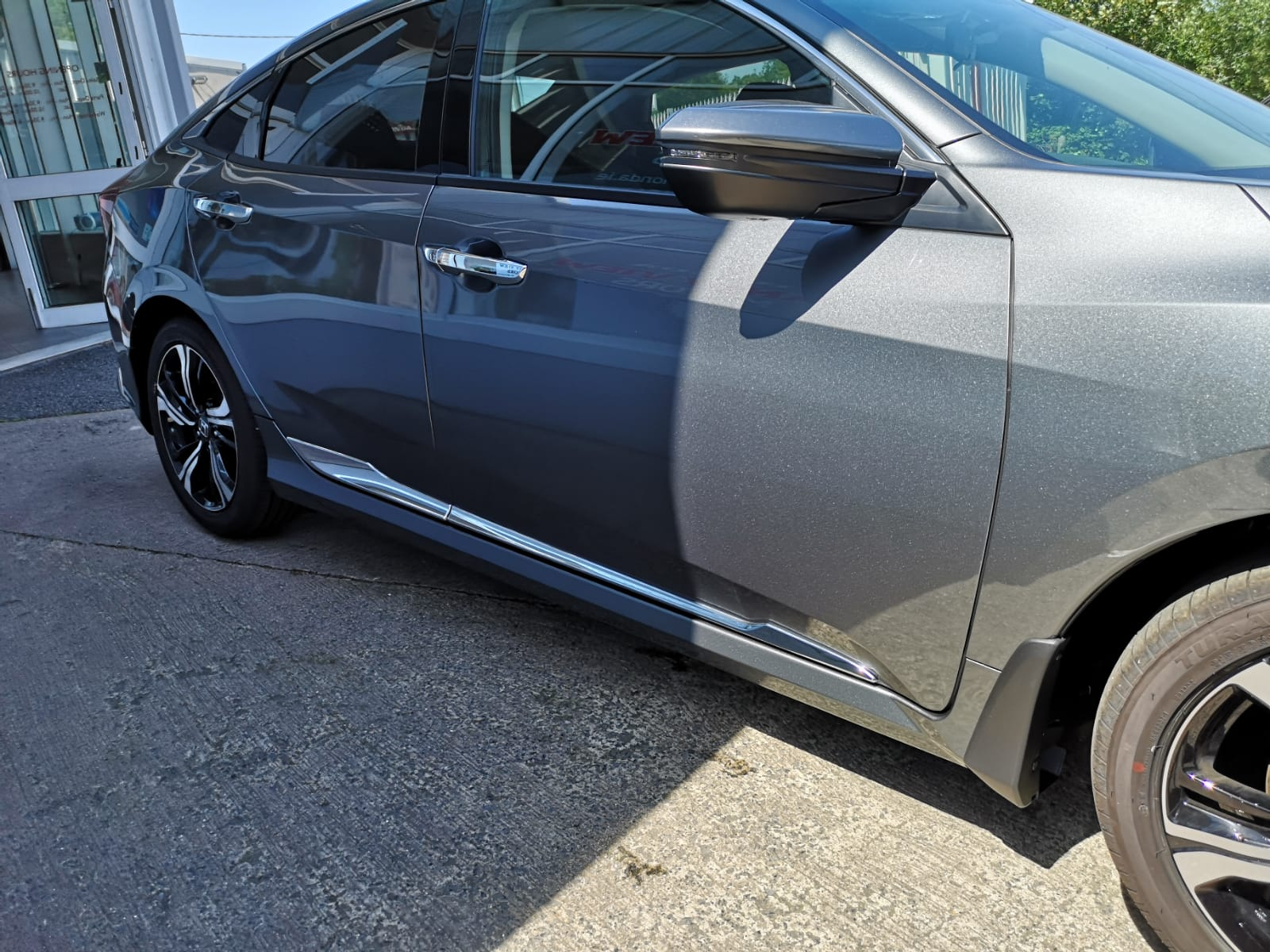 Civic Sedan Chrome Pack available for €240