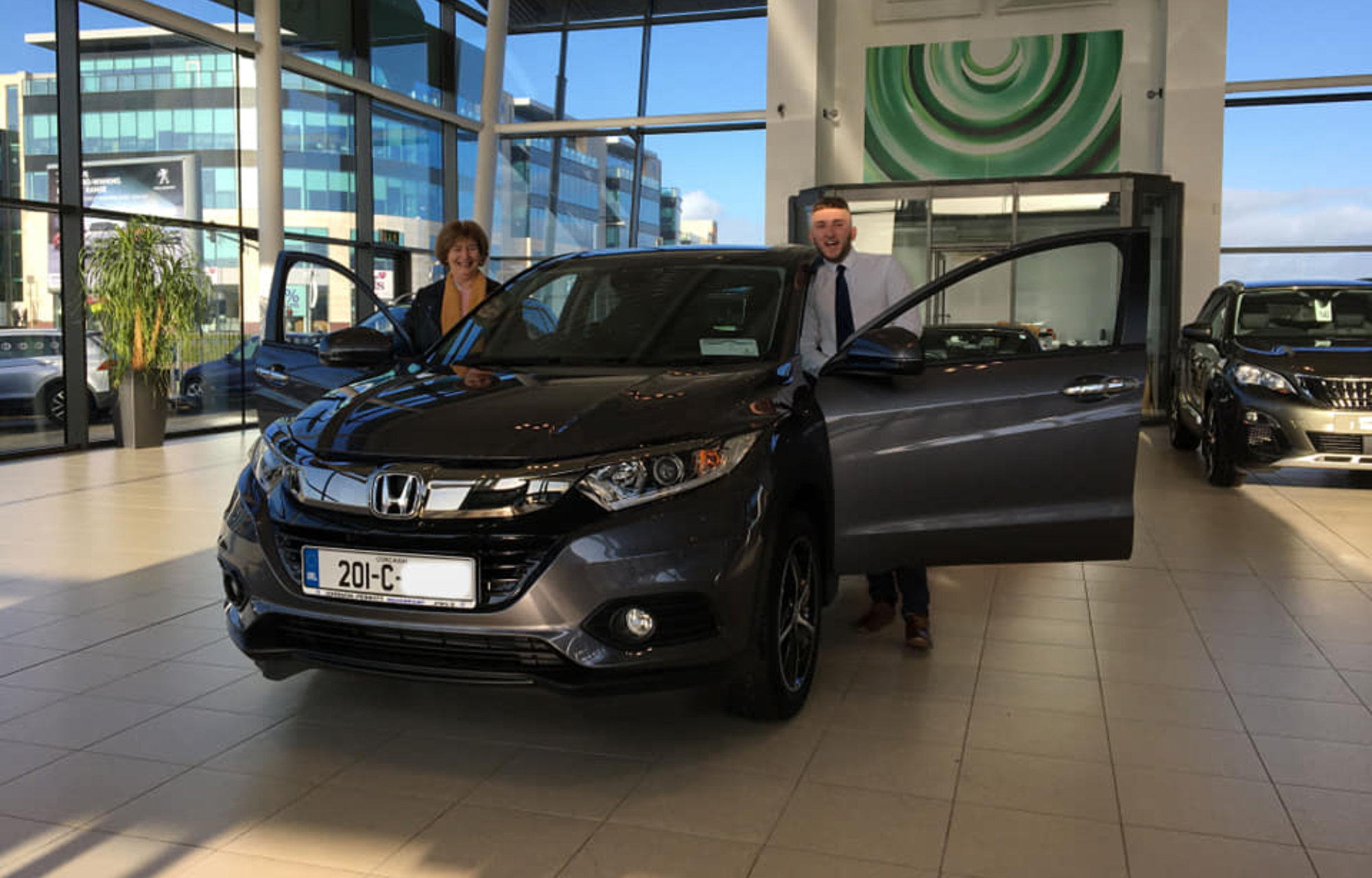 Marie collecting her new HR-V