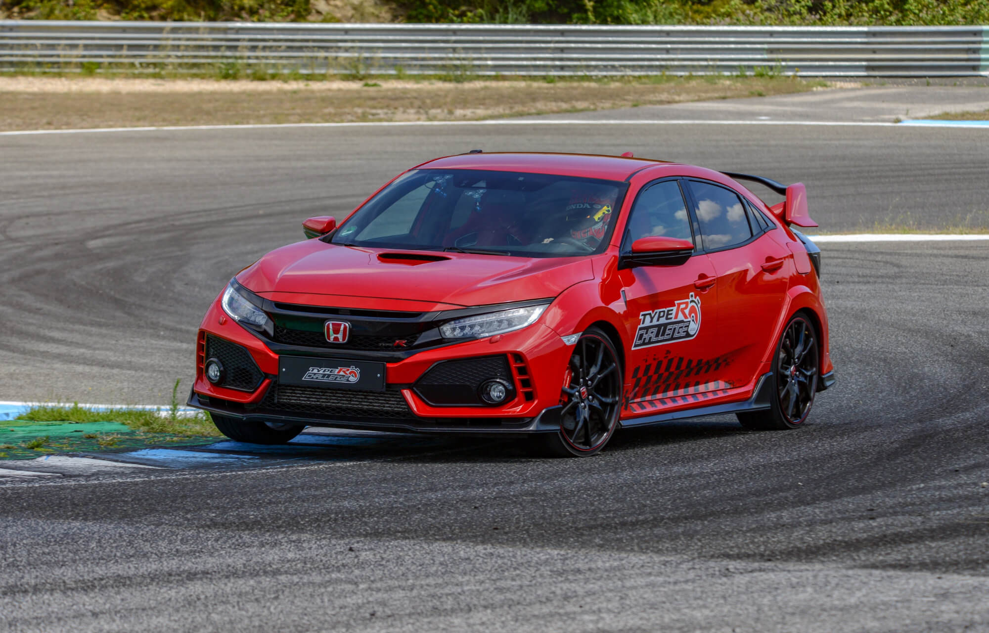 Honda Civic Type R sets new lap record at Estoril Circuit in Portugal