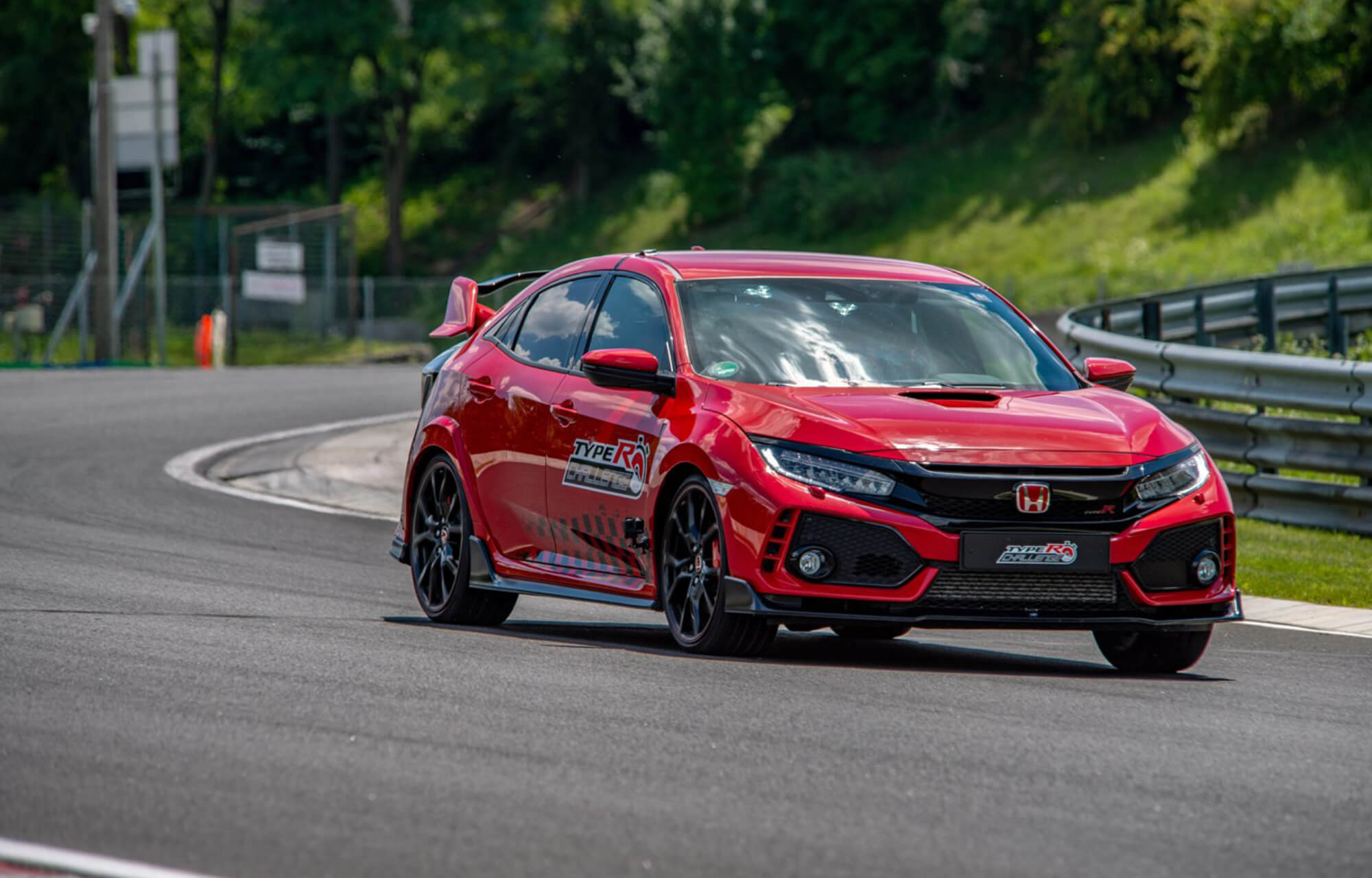 Jenson Button secures Hondas fifth and final planned lap record in Civic Type R Challenge 2018