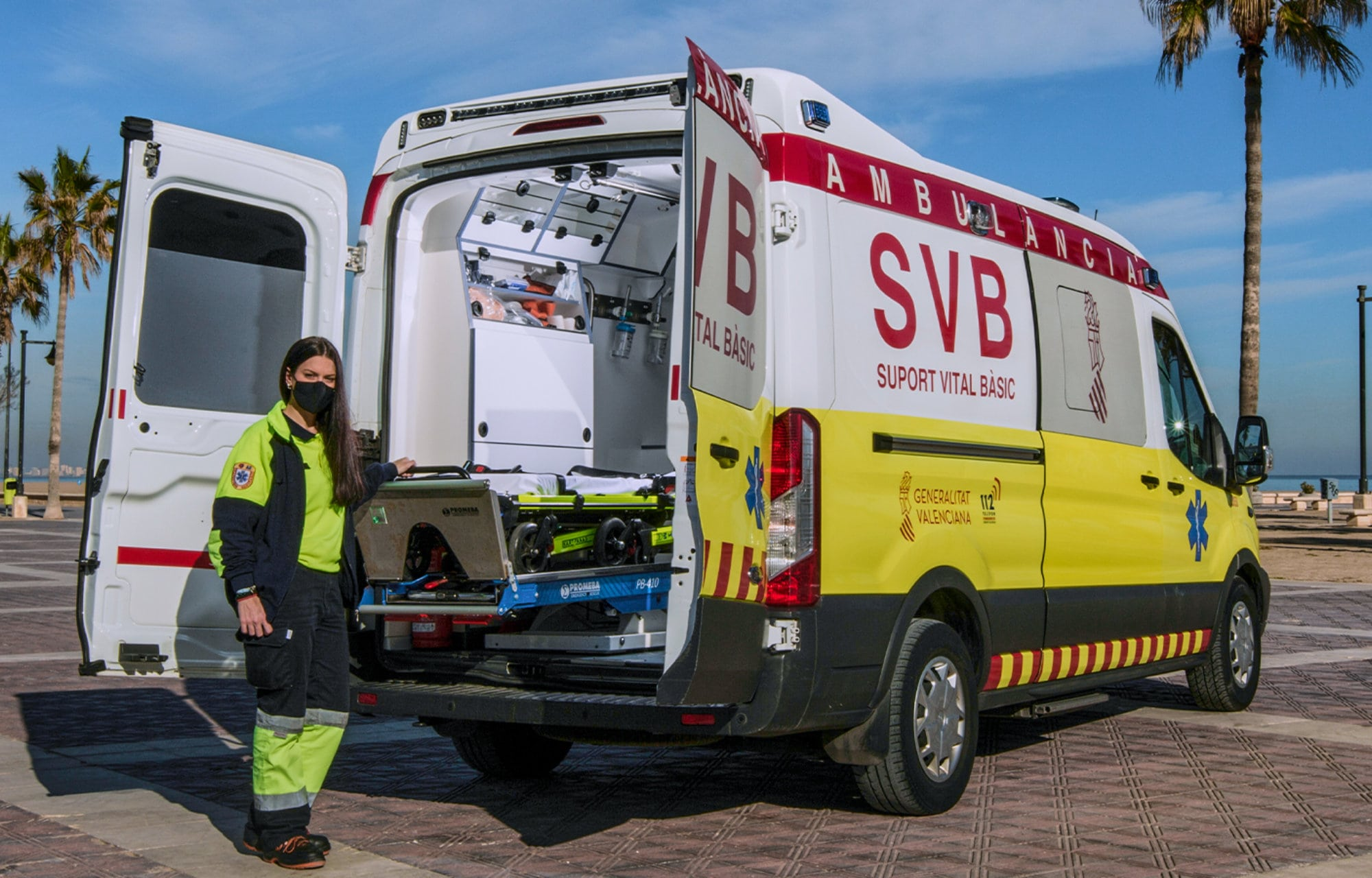 Ford Ambulance en Ambulance personeel in Valencia Spanje