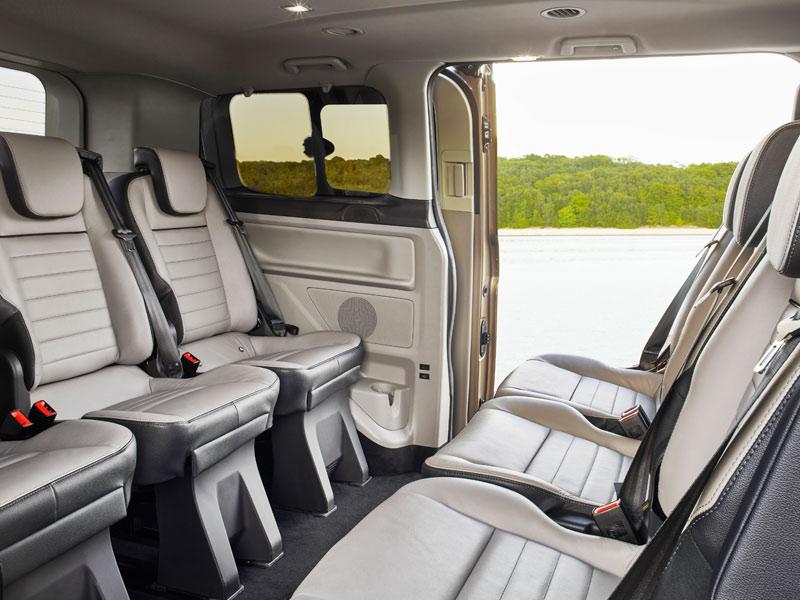 In de nieuwe Tourneo Custom kunnen de stoelen opgesteld worden in vergaderstand