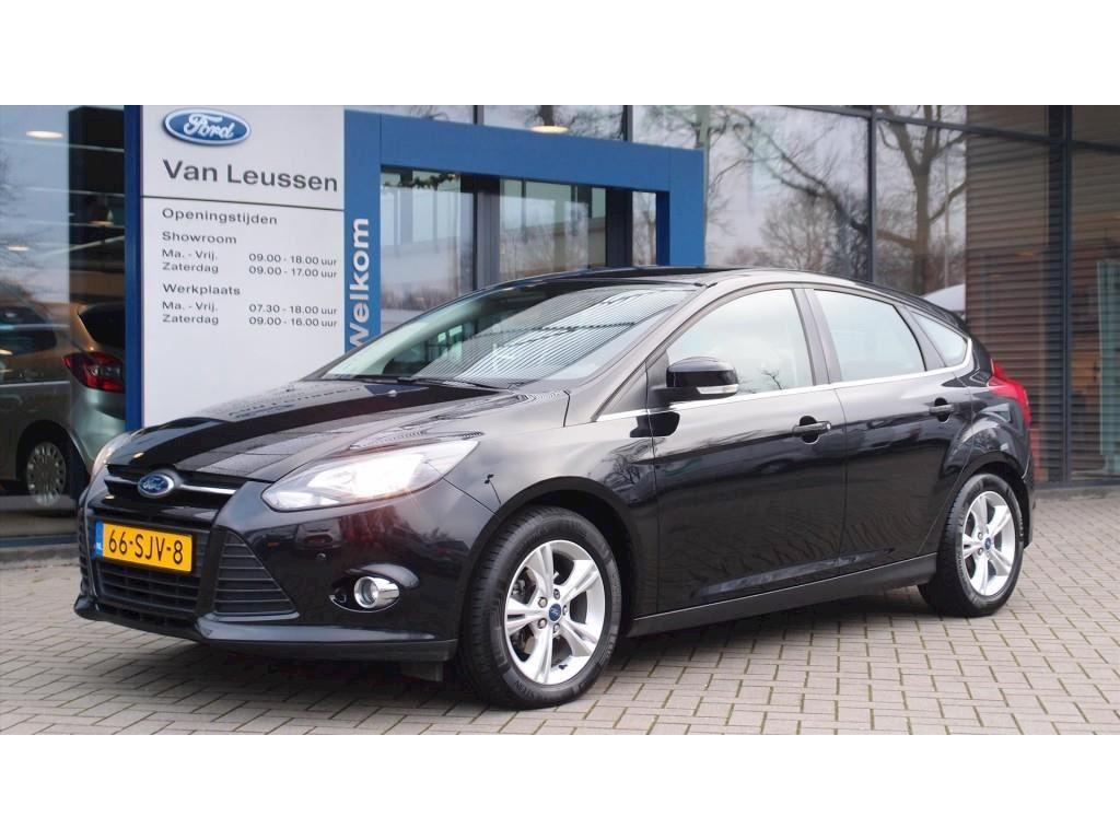 Ford Focus bij Autobedrijf Van Leussen in Ommen