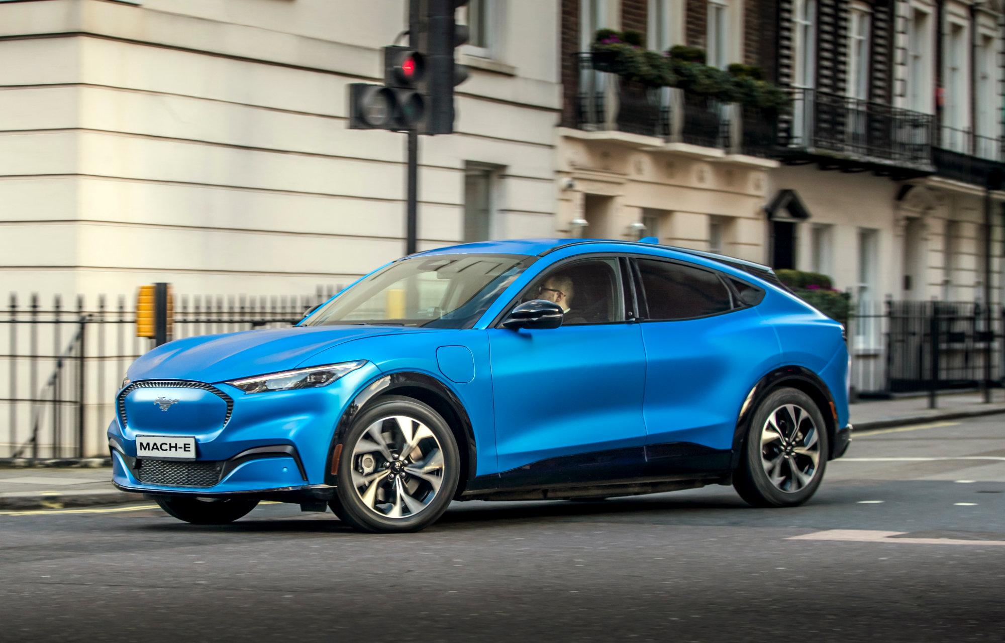 Mustang Mach-E blå