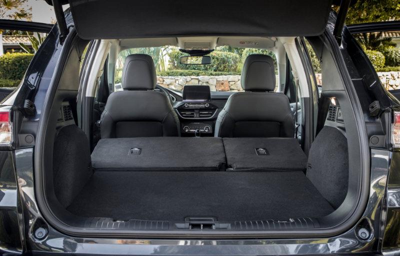 Ford Kuga ST-Line - God plass