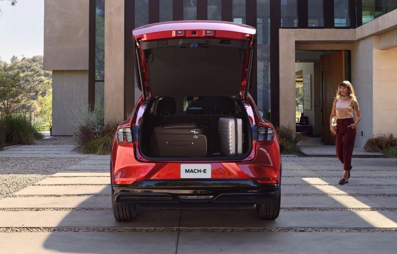 Mustang Mach-E - God plass