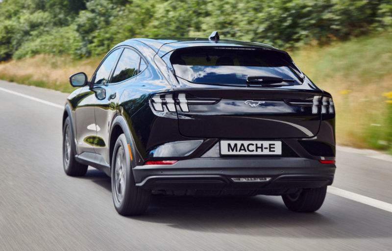Mustang Mach-E svart