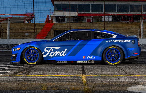 Ford Mustang - bok