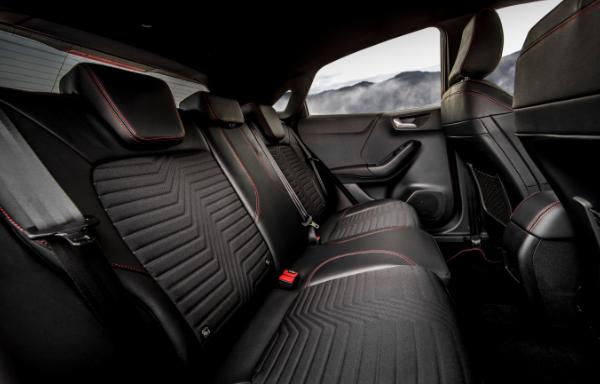 Ford Puma - tylne siedzenia