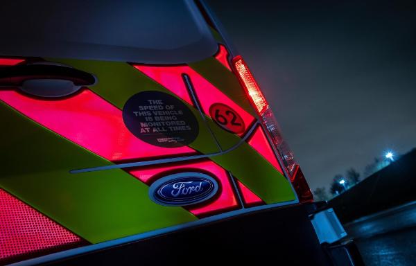 Podświetlane tylne panele w samochodach dostawczych Forda