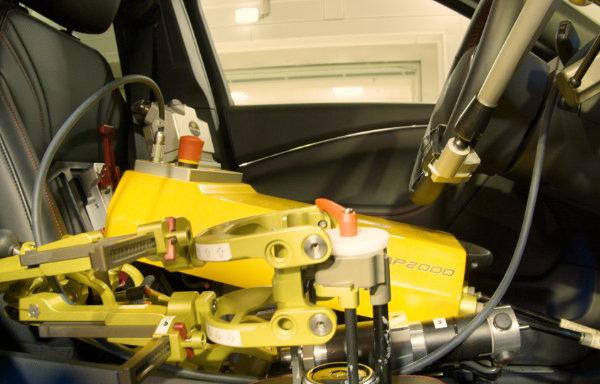 Robot zastępujący kierowcę testowego
