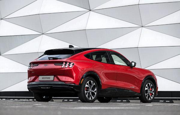 Mustang Mach-E - bok