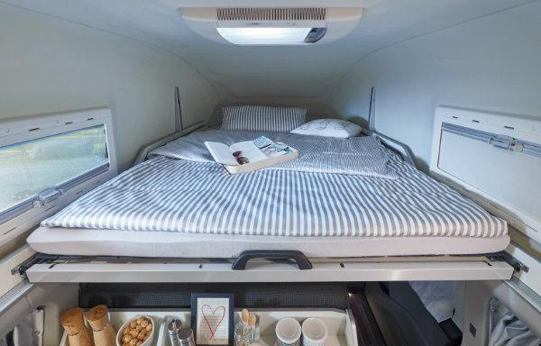 Ford Custom Nugget - łóżko