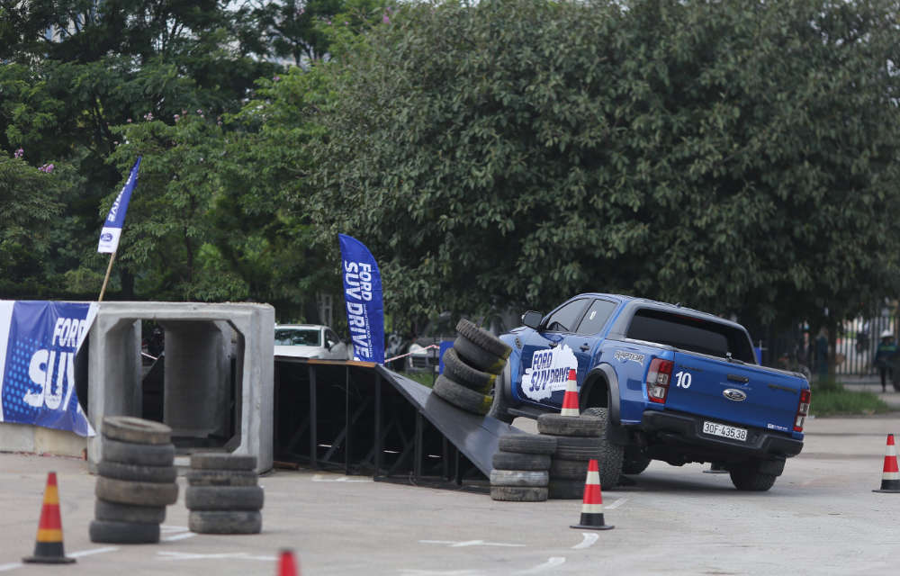 Ford SUV Drive cung An Do Ford tai SVD My Dinh