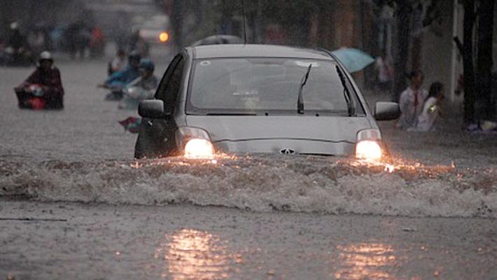 Với mực nước sâu thì không nên cho xe vượt qua như thế này